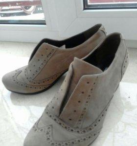 Новые натуральные замшевые ботиночки