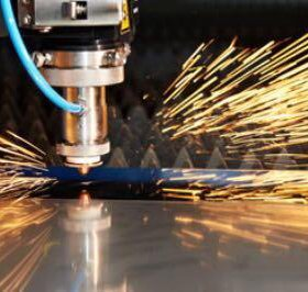 Лазерная гидраобразивная резка металла