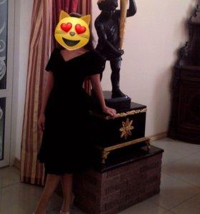 Чёрное велюровое платье