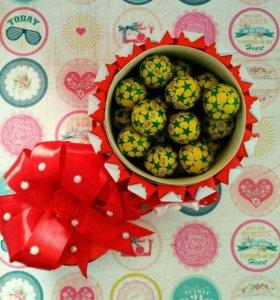 Подарок Торт из киндеров, соков, барни