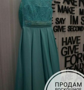 Платье на девочку ростом 140-150 см