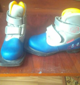 Лыжные ботинки 31размер .