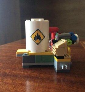 Бомба из Лего Бэтмен