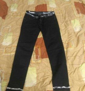 Брюки armani jeans 46 размер