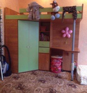 Кровать чердак + шкаф и стол !