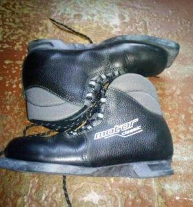 Лыжные ботинки. 37 размер.