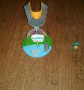 Домик с игрушкой