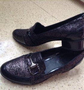 Ботинки б/у на устойчивом каблуке 3,3 см