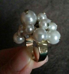 Комплект брошь и кольцо из жемчуга искусственного