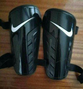 Наколенники (Nike)