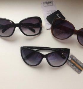 Очки солнцезащитные с футляром