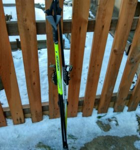 Комплект лыжи и палки