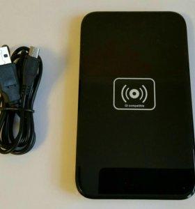 Панель беспроводной зарядки для смартфонов.