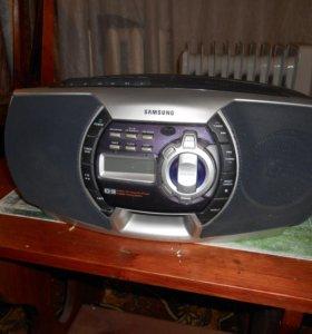 Продам магнитолу Samsung RCD-590