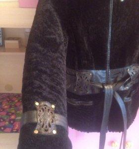 Куртка из мутона с кожаным поясом