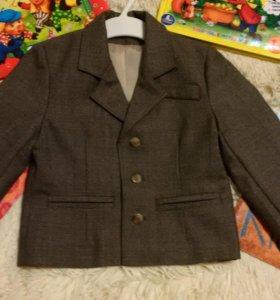Пиджак коричневый 2-3 года