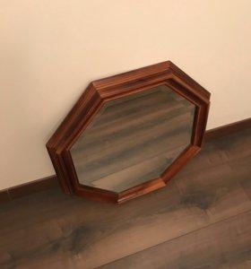 Зеркало с деревянным обрамлением