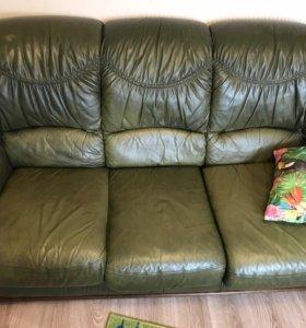 Кожаный диван плюс 2 кресла