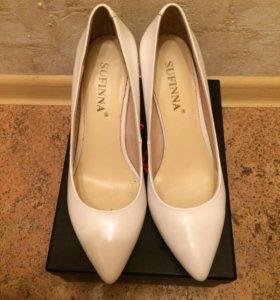 Кожаные белые туфли 36 размер