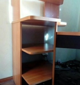 Угловой стол и стеллаж