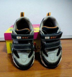 Детские кроссовки,стелька 16,5см.