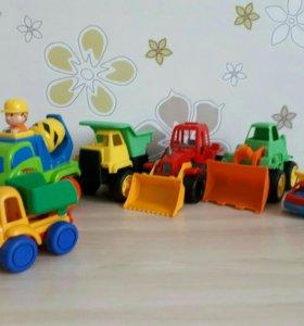 Машинки игрушечные и кубики б/у