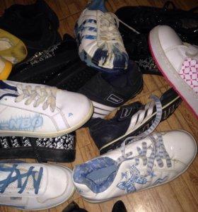 Кроссовки разные размера все новые