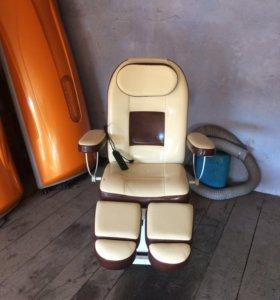 Педикюрное кресло со стулом мастера