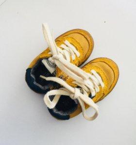 Кроссовки для малыша(ZARA)