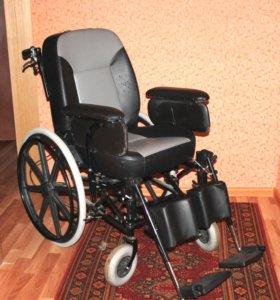 Кресло-коляска для инвалидов FS204BJQ Armed