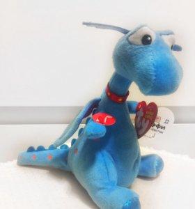 Мультяшный дракон Стафи (смеётся)