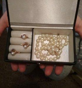 Золотой комплект с бриллиантами и жемчугом