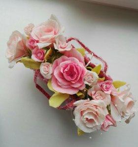 Подарочная корзина цветов из гофрированной бумаги