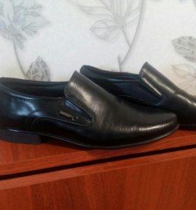 Абсолютно новые туфли на37-38 размер