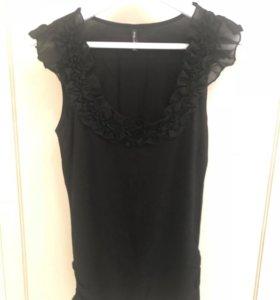 Чёрная футболка с рюшами