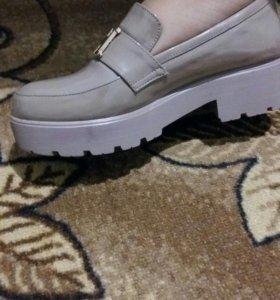 Женская обувь носила один раз