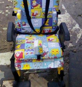 Детское инвалидное кресло.