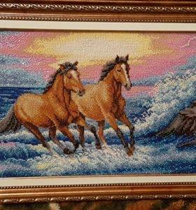 """Картина """"Лошади""""вышитая бисером ."""