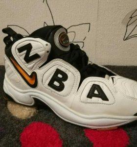 Новые кроссовки для баскетбола кожа 41,5-42 размер