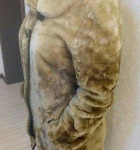 Продам  натуральную Мутоновую шубу