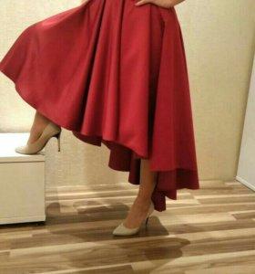 Вечернее платье из тяжёлого атласа корсетное