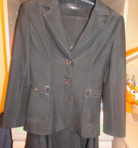 Женский костюм : пиджак, жилетка, юбка и брюки