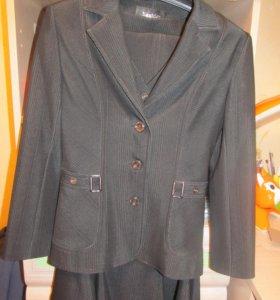 Костюм четверка: пиджак, жилетка, юбка и брюки