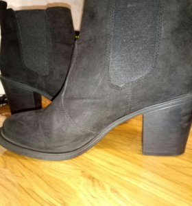 Ботинки на каблуках