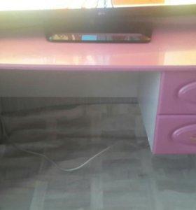 Шкафы и стол для девочки