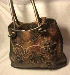 Кожаная сумка с пайетками и вышивкой
