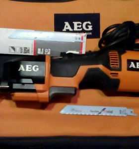 Пила сабельная AEG US 400 XE