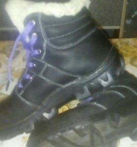 Новые зимние ботинки размер 39 всё натуральное