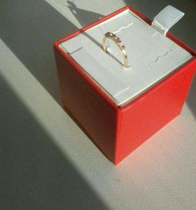Золотое кольцо с бриллиантами и сапфирами /новое
