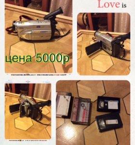 Видеокамера с ЖК дисплеем